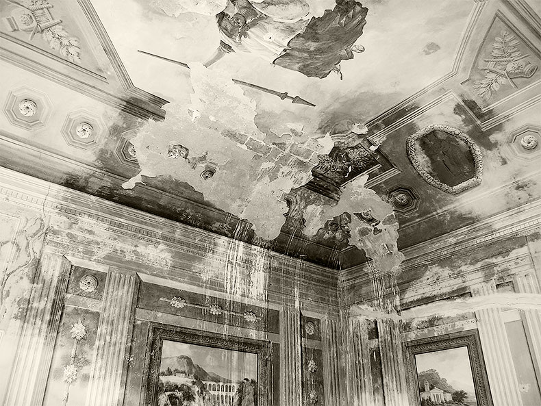 Ceiling Palazzo Gardini in Bibona before restoration